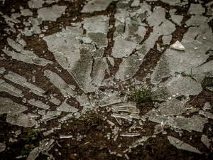 Cizinec v Brně se domáhal lásky tak silně, že kamením vysklil okna