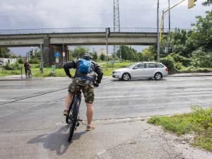 Konec nebezpečného přejíždění. Cyklistům postaví u brněnské čtyřproudovky podjezd