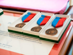 Na jižní Moravě se rozdávaly diplomy lidem za pomoc v boji s covidem
