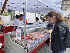 Okamura přivezl do Brna levné potraviny, komunisté odstartovali kampaň na parníku