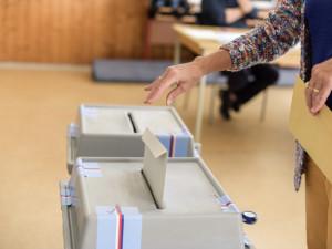 Začal tisk volebních lístků pro říjnové parlamentní volby, tiskne se nonstop