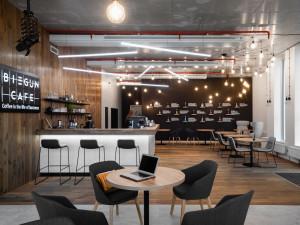 V brněnské Slatině otevřeli stylovou kavárnu, která láká na vyhlášené snídaně i obchodní schůzky