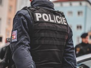 Drsný zásah. Brněnští policisté našli u dealerů heroin i čtvrt milionu korun