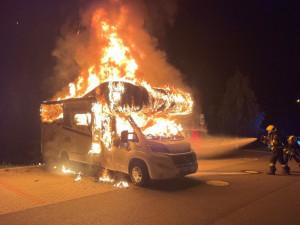Žhář z Brna zapálil dva karavany a autobus