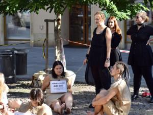 V Brně prodávali na náměstí aktivisty