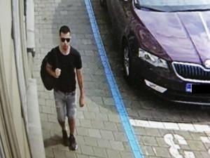 Útočník pobodal v Brně mladou ženu, policisté hledají důležitého svědka