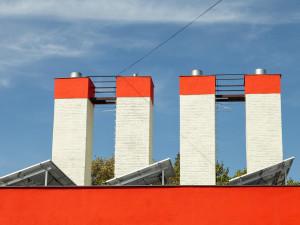 Teplárny Brno doplnily kotelnu fotovoltaikou. Ohřívá vodu pro sídliště