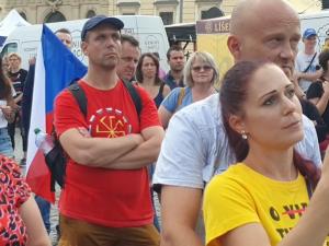 Lidé v Brně demonstrovali proti vládním opatřením a omezování dětí ve školách