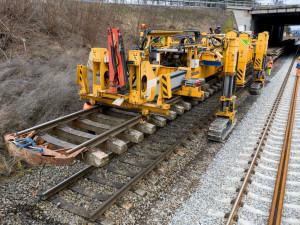 Elektrizace tratě z Brna do Střelic je hotová, dnes se tam vrací vlaky