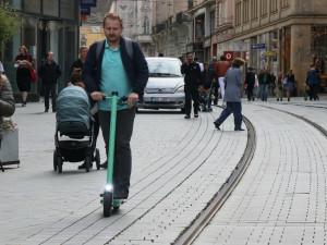Brno jako špatný příklad. Znojmo bude provozovat elektrokoloběžky po svém