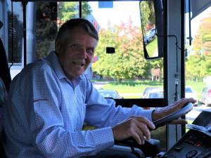 Zasloužilý řidič jezdí s trolejbusy po Brně už padesát let. Na odpočinek se zatím nechystá