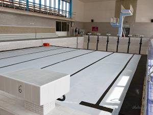 Lidé v Blansku se nevykoupou. Radnice zavřela chátrající bazén