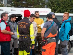 S opravami v Mikulčicích budou až do Vánoc pomáhat brněnští učni