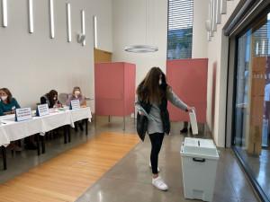 VOLBY 2021: V Brně někdo nahlásil bombu ve volební místnosti