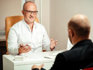 Brněnský magistrát hledá pro úředníky psychologa