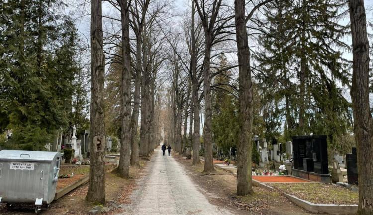Brněnská babička zůstala uvězněná na hřbitově