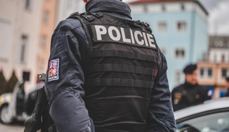 Opilý muž zaměstnal policisty. Vyděsil se, že umře kvůli tikající bombě