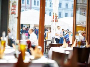 Restauratéři budou od listopadu kontrolovat bezinfekčnost hostů
