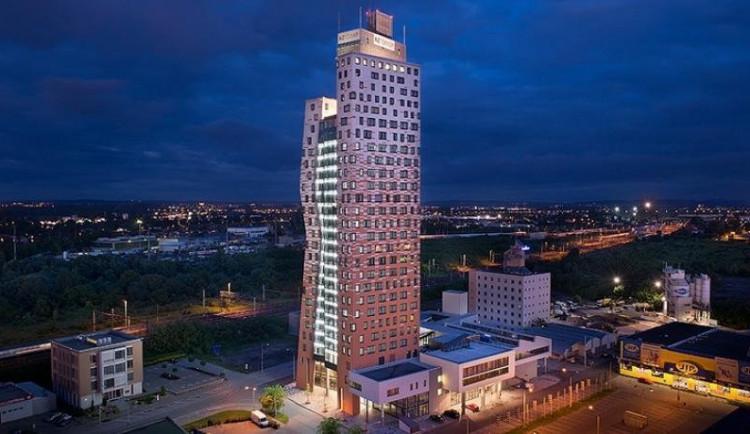 Studenti navrhli, jak proměnit mrakodrap v Brně. Chtějí tam kovové sítě ve tvaru mraků