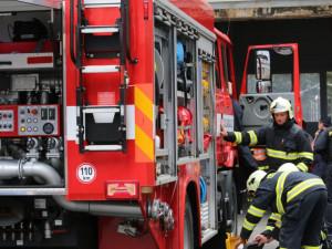 Kvůli úniku plynu evakuovali hasiči v Brně šedesát lidí