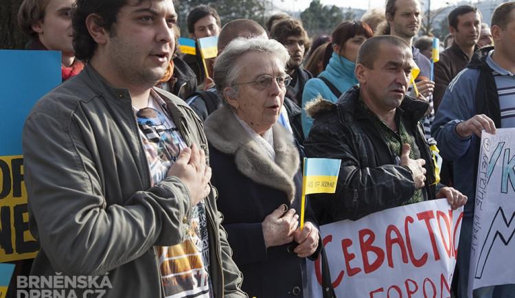Před ruským zastupitelstvím se sešli demonstranti proti válce