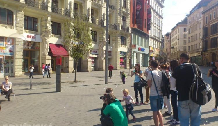 Brněnské náměstí Svobody zaplavily bubliny