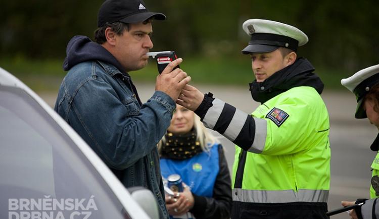 Policisté odměňovali řidiče nealkoholickým pivem