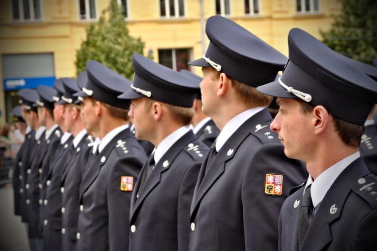 Na náměstí Svobody přísahali noví hasiči a policisté, foto: HZS JMK