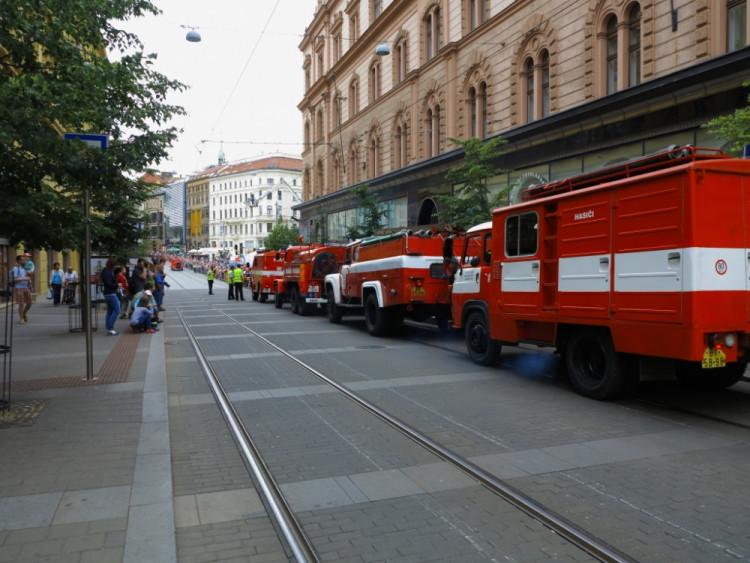Požár na brněnském náměstí Svobody hasilo téměř 50 hasičských aut, foto: HZS JMK