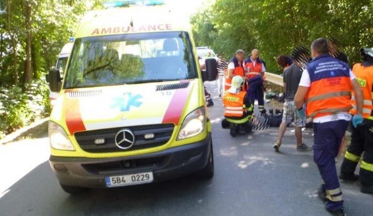 Tragická dopravní nehoda u Ivaně - dodávka srazila skupinu středoškoláků