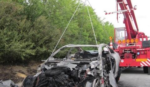 Na D1 u Vyškova shořelo luxusní BMW M6