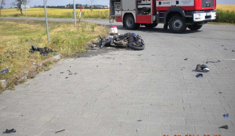 Tragická nehoda motorkáře a osobního automobilu na Vyškovsku