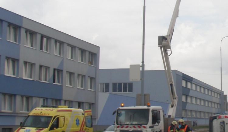 V Brně zemřel dělník, který se zřítil při nehodě z plošiny