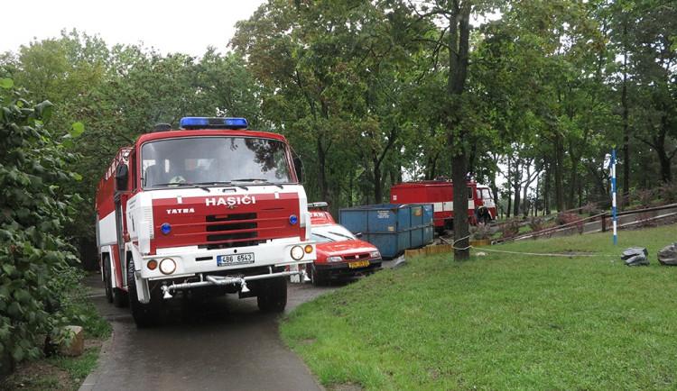 Přívalový déšť v Brně: stály tramvaje, škody hlásí knihovna