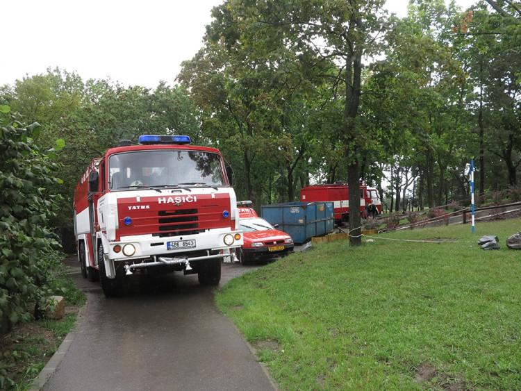 Přívalový déšť v Brně: stály tramvaje, škody hlásí knihovna, foto: HZS JMK