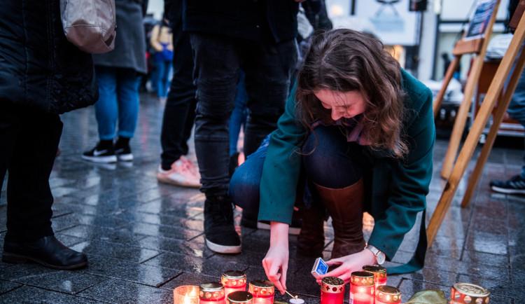 Nezabudneme, pokračujeme. Lidé si v Brně připomenuli zavražděného novináře a jeho snoubenku, autor: Tomáš Hrivňák