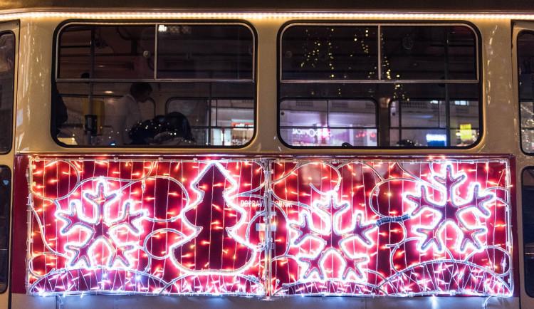 Svoboďák dnes prozářil vánoční strom. Rozsvícení stromu zahájilo vánoční trhy i ve středobodu města