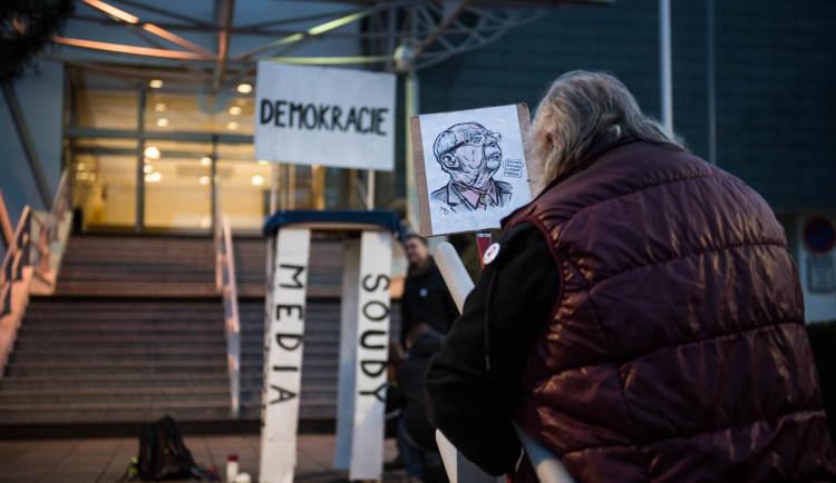 Pochod Postavme se rozvratu institucí, autor Tomáš Hrivňák