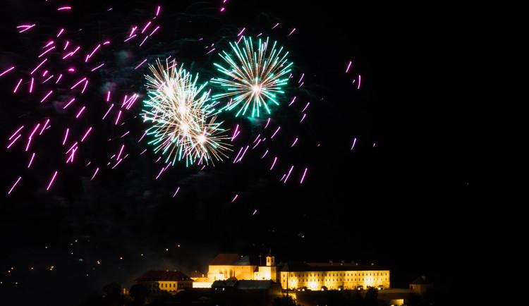 FOTO: Óda na šťastný let. Ohňostroj nad Špilberkem rozzářil noční oblohu