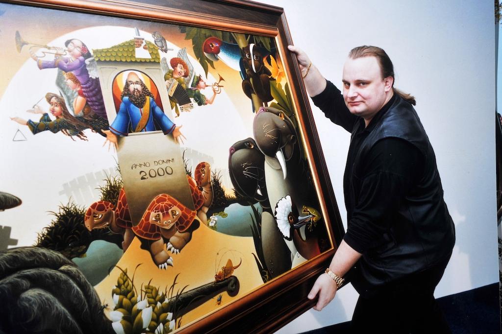 Hošna s obrazem proslulého malíře Libora Vojkůvky, jehož byl zpočátku mecenášem. Díky tomu je také brno jediným městem, kde je kvidění Vojkůvkovo sgrafity na domě proti Sukově ulici.